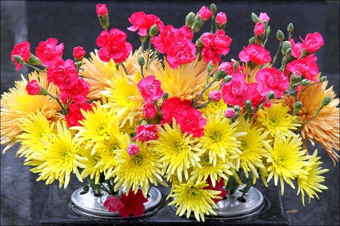 銅イオンでお墓の花立ての花が長持ち
