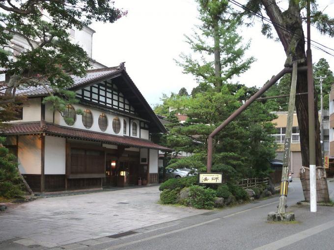 粟津温泉の旅館 法師