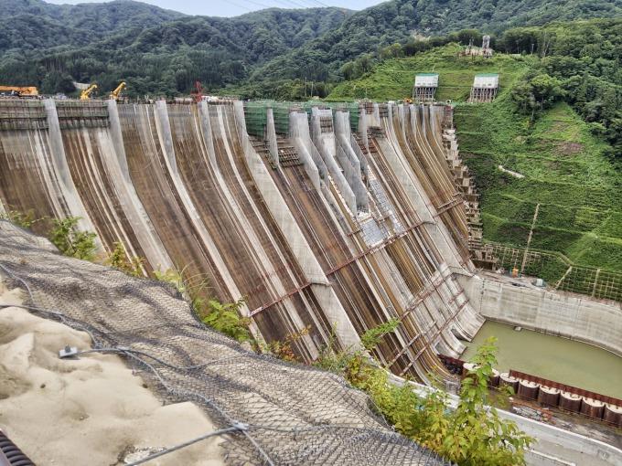 津軽ダムのダムサイト