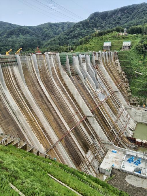 津軽ダムを縦でおさえる