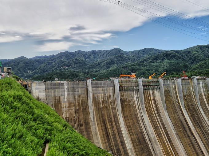 工事中の津軽ダムが見学できる