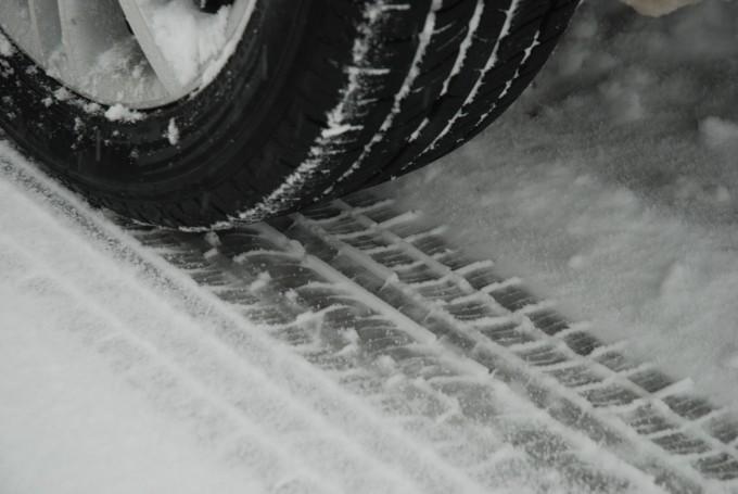 スタッドレスタイヤの正しい保管方法